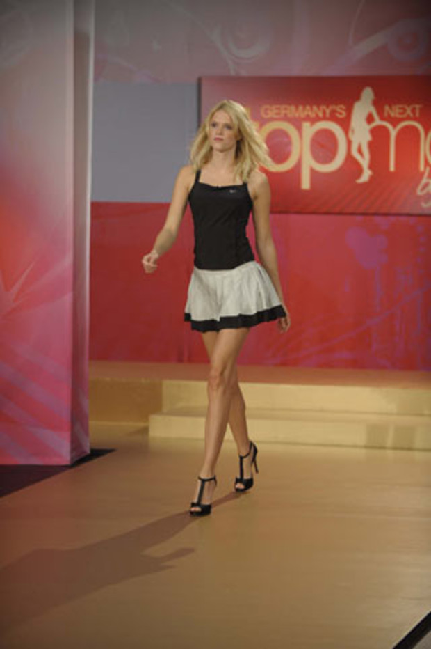 AV2-germanys-next-topmodel-2009