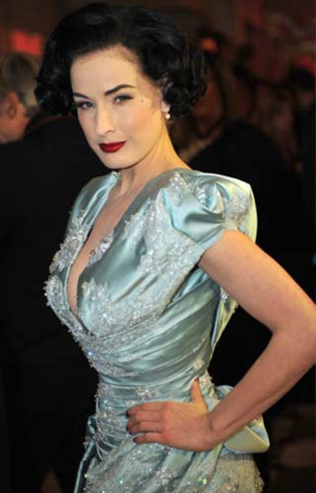 dita-von-teese-france-aids-sidaction