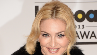 "Das Musikvideo zu ""Living for Love"" von Madonna"