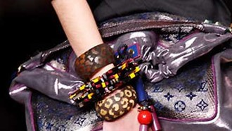 Paris Fashion Week: Louis Vuitton Lebendige Taschen