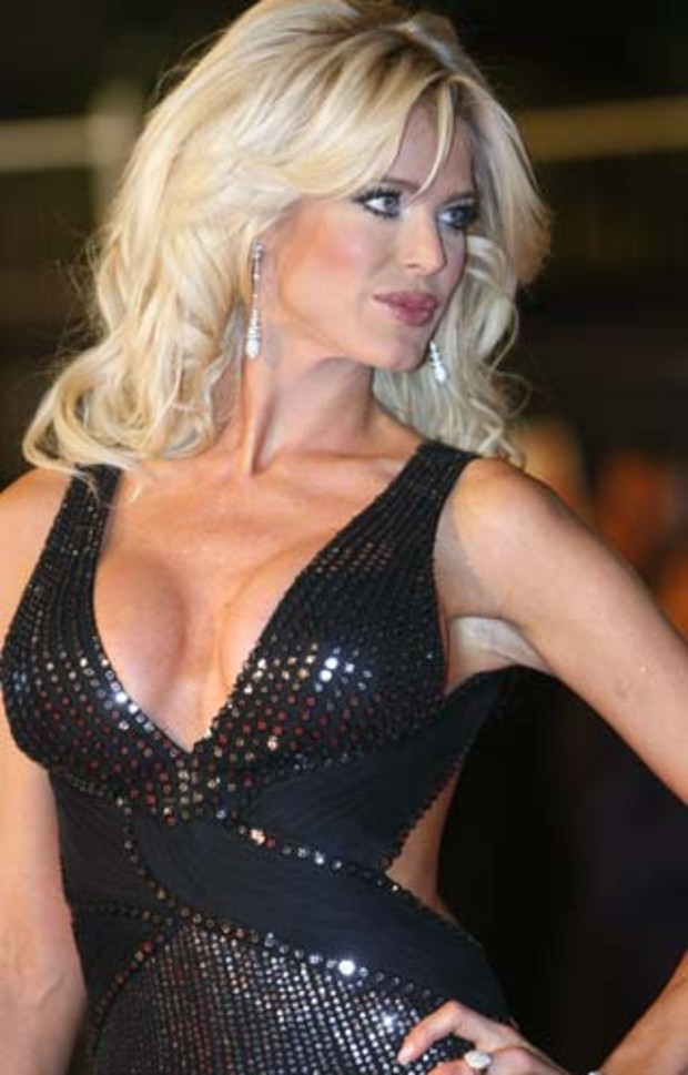 afp-victoria-silvstedt-nrj-music-awards-2009