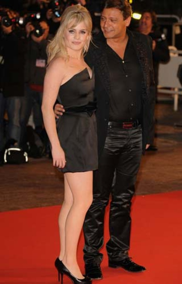 pr-duffy-nrj-music-awards-2009-posing