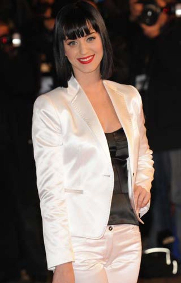 pr-katy-perry-nrj-music-awards-2009-posing
