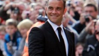 robbie-williams-robbie-williams-singt-fur-soldaten-03082010