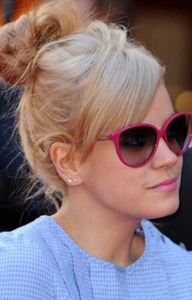 lily-allen-blond-pink-sunglasses