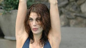 teri-hatcher-teri-hatcher-schwimmt-fur-charity-13092010