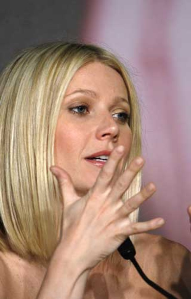 3 gwynethpaltrow podium rede