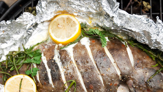 Gesund grillen: Fisch in Chili-Butter